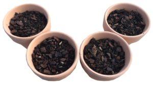 素焼き鉢に培養土をいれました
