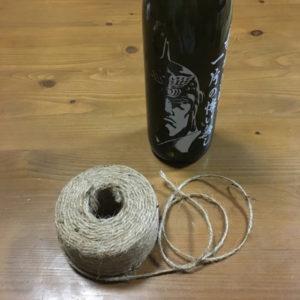 瓶と麻ひも