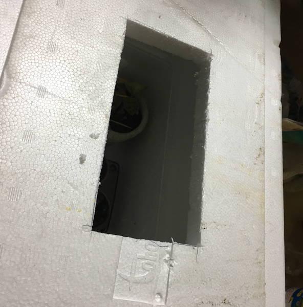 防寒対策の簡易温室 カッターで切った穴
