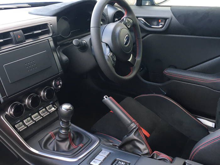 スバル新型BRZ 運転席